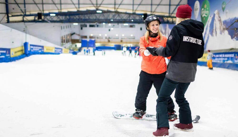 A snowboarding coaching session, Snowdome